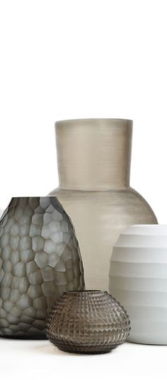 GUAXS is a german brand creating high-quality decorative objects and luxury interior accessories. Enjoy the natural materials and timeless design, which does not underlie any fashion-trend. Ceramic Decor, Ceramic Bowls, Ceramic Art, Decorative Objects, Decorative Bowls, Home Decor Inspiration, Decor Ideas, My Glass, Vases Decor