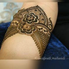 Image may contain: one or more people and closeup Peacock Mehndi Designs, Latest Henna Designs, Henna Tattoo Designs Arm, Basic Mehndi Designs, Henna Art Designs, Mehndi Designs For Beginners, Mehndi Designs For Girls, Mehndi Design Photos, Wedding Mehndi Designs