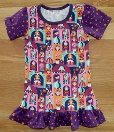 Kjole med prinsesser Blouse, Tops, Women, Fashion, Moda, Fashion Styles, Blouses, Fashion Illustrations, Woman Shirt