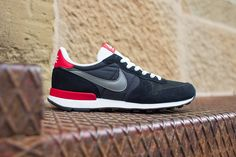 / Nike Shoes for Thank you very much! Nike Red Sneakers, Shoes Nike Adidas, Nike Heels, Latest Sneakers, New Sneakers, Mens Fashion Shoes, Look Fashion, Sneakers Fashion, Fashion Styles