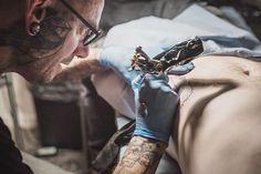 The great @saint_molotov at #work on my #body ... picture by @elzakielle edited by me. #lille #lillemaville #igerslille #piclille #hautsdefrance #tattoolille #inked #blackwork #tattooart #tattooartist #bird #people #portrait #blacworkers #tattooer #tattoolife #picoftheday #lesphotographes #nikonfr #sigmaphotofr #50mmart