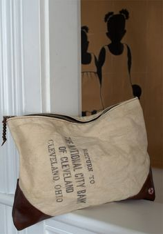 like the pillow - bank bag 1 Love the silhouettes! Creative Bag, Take Off Your Shoes, Handbag Organization, Bag Patterns To Sew, Fabric Bags, Shoe Storage, Handmade Bags, Beautiful Bags, Leather Clutch