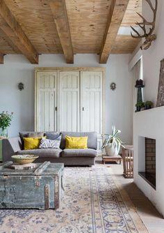 in english you would say - a yellow house by the sea och på svenska det gula huset vid stranden....