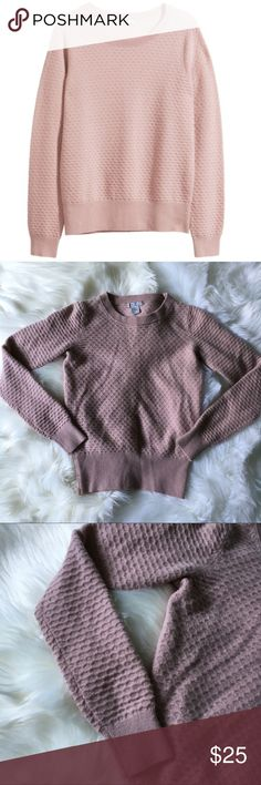 H&M 100% Cashmere Sweater in Dusty Rose Sz Xs EUC H&M 100% Cashmere Sweater in Dusty Rose Sz Xs EUC  In excellent used condition No rips, holes, or stains Size: XS Color: light pink/dusty rose Can be worn casually or dressed up Crew neck Honeycomb pattern/texture  Feel free to ask questions prior to purchase H&M Sweaters Crew & Scoop Necks