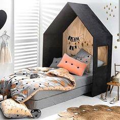Kul idé till sänggavel! bild hittad hos @small_interiors #barnrum #sovrum #room…