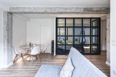 Luz y mar en SANTANDER  - AD España, © David Montero Mesa Tulip, Round Table And Chairs, Tables, Oversized Mirror, Interior Decorating, Dining Room, Loft, Windows, Studio