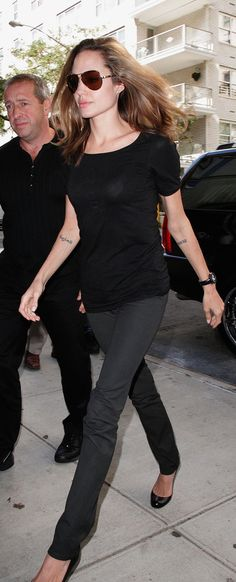 Angelina Jolie Pitt opts for the cigarette skinny jean