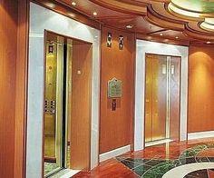 Ascensor En el siglo XIX se desarrolló una gran demanda de un mecanismo para subir y bajar mercancías y gente. El primer inventor que hizo la demostración de un satisfactorio sistema elevador de pasajeros resultó ser un estadounidense de Vermont, llamado Elisha Otis. El 30 de agosto de 1957 se inició el sistema de puertas automáticas en los ascensores de pasajeros, haciendo que el proceso de abrir y cerrar la puerta se eliminara