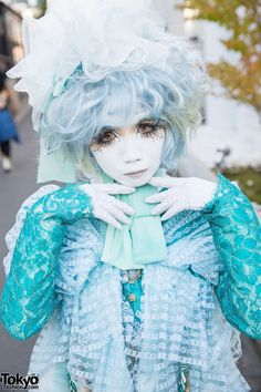 We ran into Japanese shironuri artist Minori again in Harajuku, and she kindly… Japanese Streets, Japanese Street Fashion, Tokyo Fashion, Harajuku Fashion, Kawaii Fashion, Lolita Fashion, Girl Fashion, Fashion 2014, Japan Street