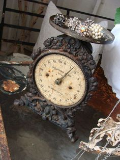 This is a great vintage scale!