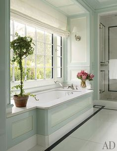 Christopher Burch's Hamptons Beach House bathroom.   photo by William Waldron for Architectural Digest