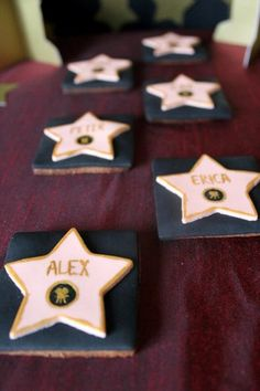 Oscar party: walk of fame cookies. Wouldn't your guests love this edible party favor? Hollywood Party, Hollywood Birthday Parties, Movie Star Party, Movie Night Party, Movie Nights, Red Carpet Theme, Red Carpet Party, Oscar Party, Heart Party