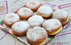 Croafne pufoase reteta de gogosi banatene (crofne) savori urbane Romanian Desserts, Bread And Pastries, Muffins, Goodies, Cupcakes, Sweets, Baking, Food, Deserts