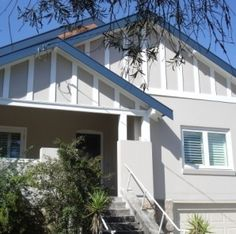 Soundproofing Project of a Californian Bungalow from Traffic Noise Bungalow Exterior, Bungalow Renovation, Craftsman Exterior, Craftsman Bungalows, House Exterior Color Schemes, Exterior Colors, Exterior Paint, Weatherboard House, Gable House