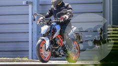 2017 KTM Duke 125 spotted testing