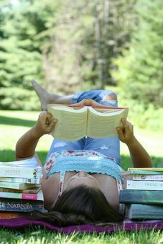 How many books do you read during the #summer? www.digiwriting.com Reading books #springtime