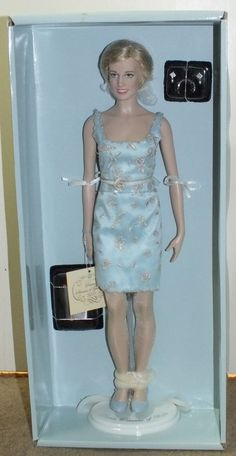 Franklin Mint Doll Stand For Princess Diana Vinyl 16 Inch Diana Doll No Damage