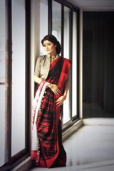 going full bong wt this black/red matka. Saree Blouse Patterns, Saree Blouse Designs, Swastika Mukherjee, Saree Photoshoot, Fancy Blouse Designs, Saree Models, Saree Look, Indian Beauty Saree, Indian Celebrities