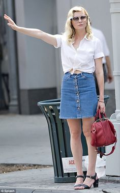 Kirsten Dunst channeling 1950's-chic. Wearing a skirt makes even hailing a cab classy!