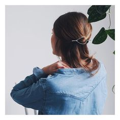 Psssst! Lou vous offre une barrette Malia sur Facebook. Et si vous alliez y faire un petit tour? ✨ . . . . #handcraftedjewelry #jewelrydesigner #makers #minimalism_world #fashion #instajewelry #jewelryaddict #jewelrygram #jewelrydesign #handcrafted #handmade #tiroirdelou #Belgium #bruxelles #cerealmag #kinfolk #creatricedebijoux #bijoux #jewels #joyas #jewelry #simplicity #prettylittlething #nothingisordinary #giftguide #sustainablefashion #silversmith #designer #minimalchic #buylocal