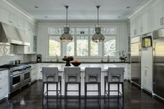 fairfield-chair-for-a-traditional-kitchen-with-a-stainless-steel-and-a-modern-manor-by-fraerman-associates-architecture.jpg (990×660)