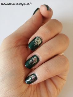 Green Paon Nail Art