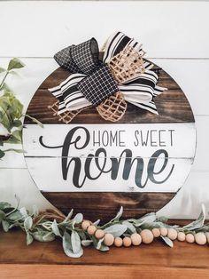 Wooden Door Signs, Wooden Door Hangers, Diy Wood Signs, Rustic Wood Signs, Wooden Doors, Wood Signs For Home, Interior Minimalista, Wood Circles, Front Door Decor