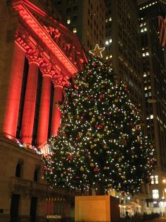 Christmas in front of the NY Stock Exchange, Broad Street, NYC