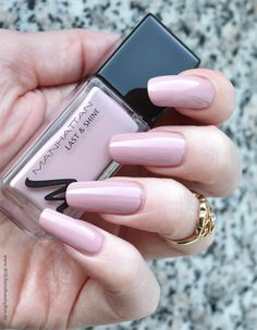 Manhattan - Be a Queen! - dusky pink creme #nail polish / lacquer / vernis, swatch / manicure
