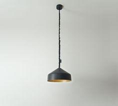 L'artista-designer Oçilunam, ha creato una linea di lampade ad alto contenuto materico. La lampada a sospensione Cyrcus Lavagnanero/oroè l'emblema di questo incontro tra materie voluto da In-es.artdesign.  Il lampadario Cyrcus Lavagna nero/oro. ha unrosone, prodotto in Nebulite® oro, racchiuso da uno scrignoverniciato da una speciale resina nera con effetto lavagna riscrivibile.  Attacco E27 (max 70W hal-eco) si consiglia Led 13w  &nb...