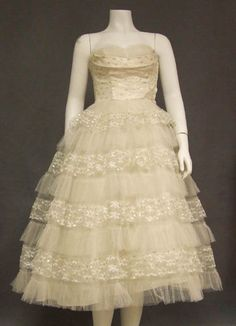 Ivory floral lace and tulle tea length wedding dress $185