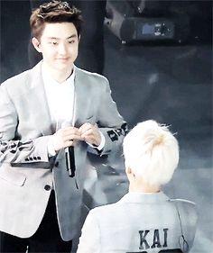 kyungsoo agressively sending his heart to jongin ❤ (1/2)