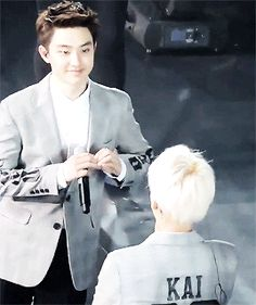 kyungsoo agressively sending his heart to jongin ❤ (1/2)