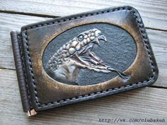 "Купюродержатель ""Гадёныш"" Натуральная кожа. Ручная работа. Карвинг Leather Money Clip Wallet, Leather Wallet Pattern, Handmade Leather Wallet, Leather Gifts, Leather Pouch, Leather Tooling, Leather Skin, Leather Art, Sewing Leather"