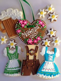 Oktoberfest cookies - Pin to Pin Fall Cookies, Iced Cookies, Cute Cookies, Royal Icing Cookies, Cookies Et Biscuits, Sugar Cookies, Making Cookies, Oktoberfest Party, Oktoberfest Decorations