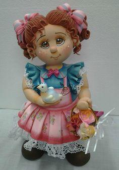 Pote de vidro de 1,300 ml, trabalhado em biscuit em forma de menina com passarinho e cesta de rosas. <br>Linda peça utilitária para sua casa. <br>Faço nas cores que vc quiser.