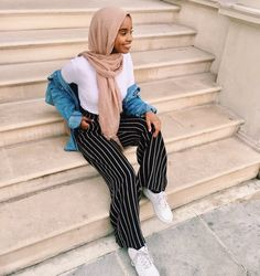 """4,295 Likes, 2 Comments - Muslimah Apparel Things (@muslimahapparelthings) on Instagram: """"follow @mariammoufid for more fashion updates """""""