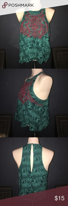 Ecote Crop Embroidered size large Great condition Ecote Tops Crop Tops
