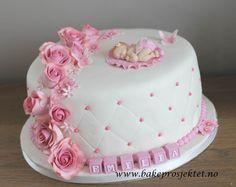 Bilderesultat for dåpskake Christening Cake Designs, Baby Girl Christening Cake, Baby Girl Cakes, Baby Birthday Cakes, Girl Shower Cake, Baby Shower Sheet Cakes, Fondant Baby, Fondant Cakes, Bolo Chalkboard
