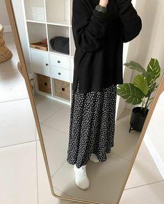 Modern Hijab Fashion, Street Hijab Fashion, Modesty Fashion, Hijab Fashion Inspiration, Muslim Fashion, Fashion Outfits, Long Skirt Fashion, Hijab Fashionista, Casual Hijab Outfit