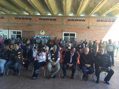 ESCUELA ALAMO - GOYA Estuvimos acompañando al gobernador en la visita a la escuela ALAMO , donde se realizaron algunos pedidos y se hizo la entrega de un colectivo para que puedan ir los niños a la escuela.
