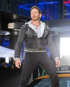 Sharknado 2 is currently filming in New York City. Ian Ziering is back. Sharknado 2, Ian Ziering, Sports Figures, Man Photo, Celebs, Male Celebrities, Hottest Photos, First Photo, Celebrity Photos