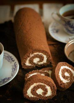 Kakaová roláda s krémom z bielej čokolády Chocolate Roll Cake, Rolls, Sweets, Cakes, Mascarpone, Pineapple, Gummi Candy, Cake Makers, Buns