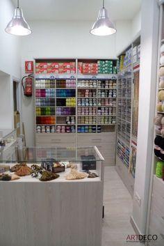Fachada de la tienda de almacenes salas mercys en sevilla actividad retail mercer as - Mobiliario para merceria ...