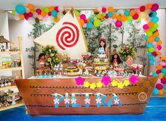 Belíssima inspiração de decoração para você que vai fazer uma festa com tema Moana. Produção @joaoemariafestas ...