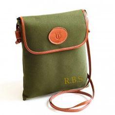 Bolso bandolera de tela color verde oliva con las iniciales que tu quieras. Entrega en 24 horas. Tienda online