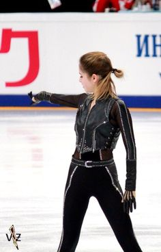 Yulia <3 Figure Skating Outfits, Figure Skating Costumes, Figure Skating Dresses, Beautiful Figure, How To Feel Beautiful, Yulia Lipnitskaya, Military Looks, Samba, Medvedeva