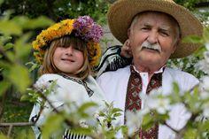 Vnuchka z didusem u bryli..., Ukraine