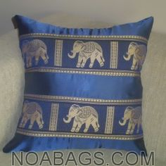 Housse de coussin en soie Thaï Motifs Éléphants couleur Bleu, imprimés Or - 40*40cm
