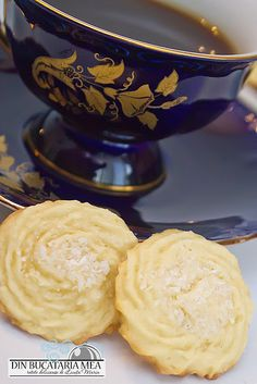 Biscuits with butter and coconut Romanian Food, Biscuits, Sweet Tooth, Coconut, Butter, Cooking Recipes, Cookies, Unt, Sweets